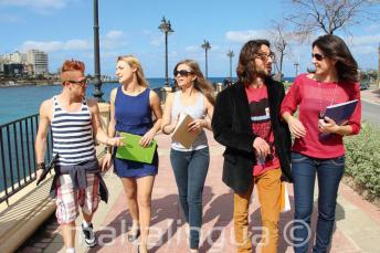 Procvičování angličtiny v St Julians Bay, Malta