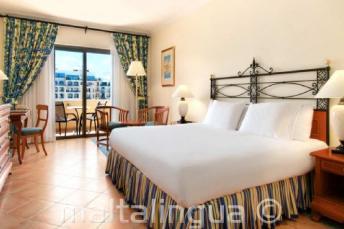 Pokoj v hotelu Hilton na Maltě