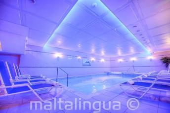 Lázně s bazénem v Alexandra Hotel, St Julians