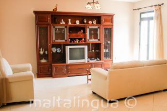 obývací pokoj v hostitelské maltské rodině