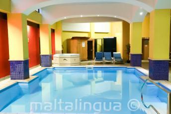 Vnitřní bazén ve školní rezidenci