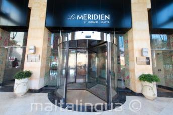 Vstup do Hotelu Le Meridien v St Julians