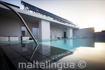 Střešní bazén v hotelu Valentina