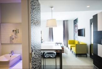 Koupelna a obývák v hotelu Valentina