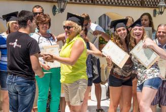 Na konci kurzu dostávají studenti své certifikáty