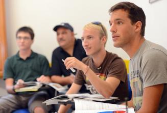 Studenti naslouchají ve třídě