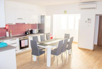 Kuchyně s jídelnou ve školním apartmánu