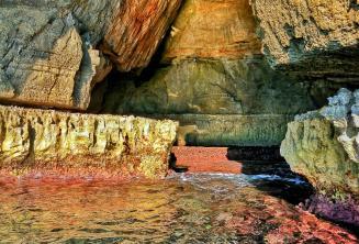 Zářivé barvy v Blue Grotto