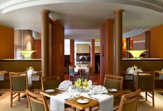 Le Meridien hotel restaurant, St Julians