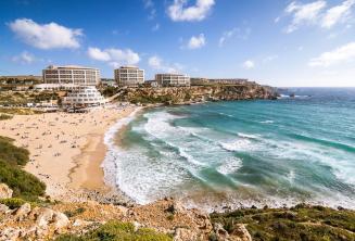 Pobřeží Golden Bay na Maltě
