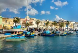 Lodě v rybářské vesničce na Maltě